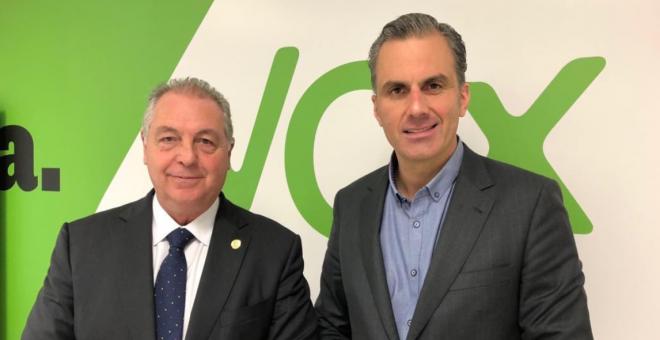Jesús Delgado, líder de Vox Melilla junto al Secretario General, Javier Ortega Smith.