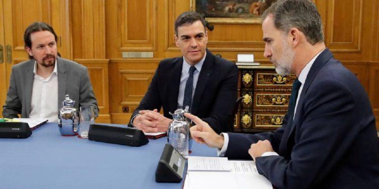 Sánchez con el apoyo de Podemos blanquea la corrupta monarquía