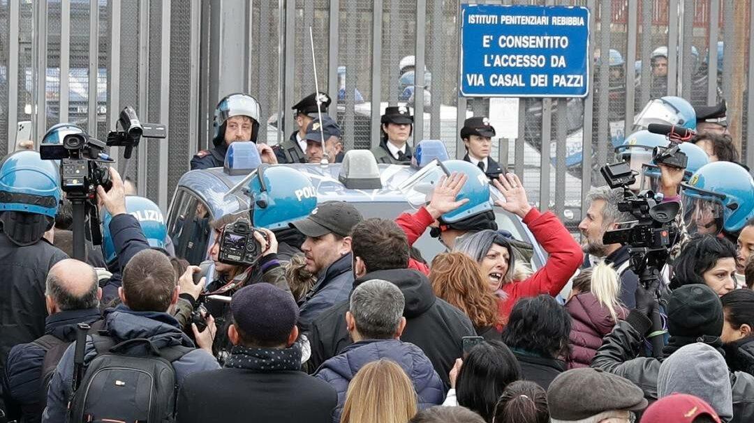 Atención: Graves tensiones en el sur de Italia con saqueos en supermercados y llamadas a la rebelión