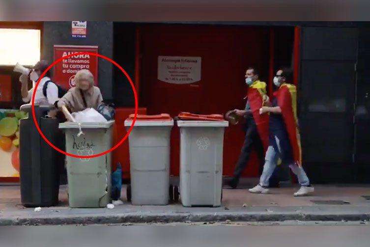 MarcaEspaña [Vídeo]: Una mujer, buscando en la basura durante las ...