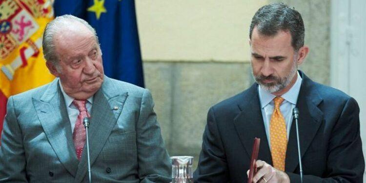 Felipe VI no descarta retirar el título de 'Rey emérito' a su padre Juan Carlos